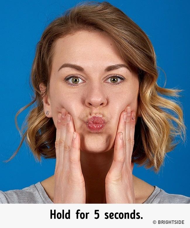 7 bài tập cực đơn giản nhưng hiệu quả nhất để có cằm xinh, mặt trẻ - Ảnh 8.