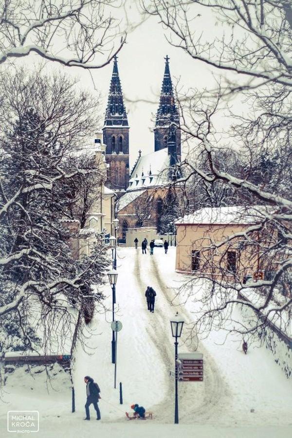 Ngất ngây với những hình ảnh tuyết rơi đẹp lung linh trên khắp thế giới - Ảnh 37.