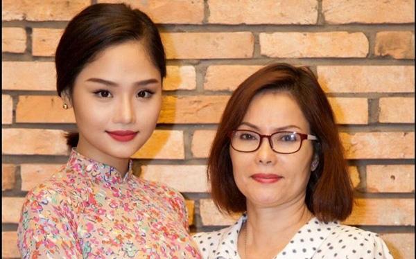 Con gái bị chê hát dở, mẹ Miu Lê bức xúc mắng Dương Cầm: Biết xấu hổ không?