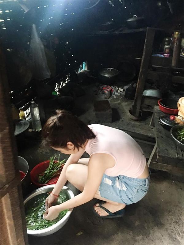 Đến nhà người yêu chơi, tiểu thư nông thôn bị cả huyện người soi mói chuyện ăn cơm bằng thìa, rửa bát dùng găng tay - Ảnh 3.