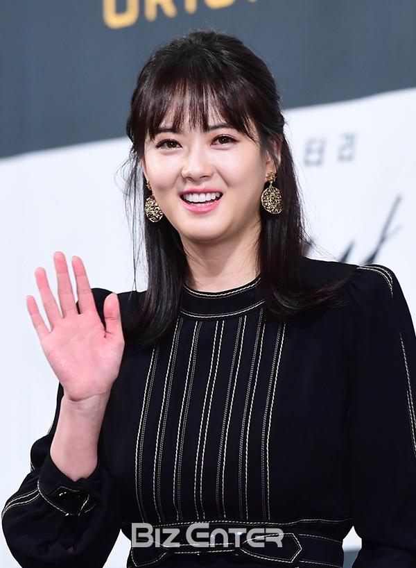 Song Seung Hun - Go Ara diện đồ đôi, tự tin nói về nghi án sao chép phim Goblin - Ảnh 5.