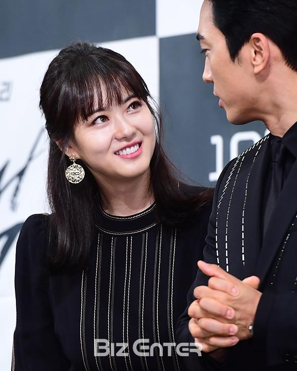 Song Seung Hun - Go Ara diện đồ đôi, tự tin nói về nghi án sao chép phim Goblin - Ảnh 6.