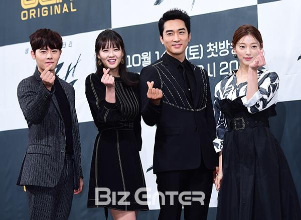 Song Seung Hun - Go Ara diện đồ đôi, tự tin nói về nghi án sao chép phim Goblin - Ảnh 7.