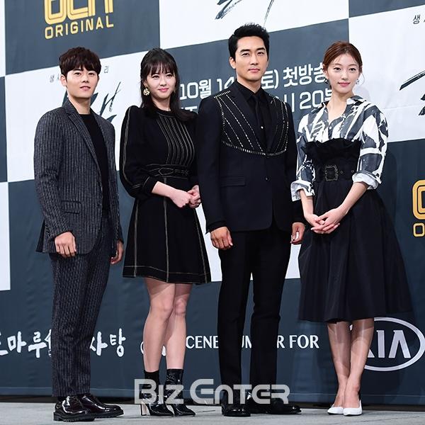 Song Seung Hun - Go Ara diện đồ đôi, tự tin nói về nghi án sao chép phim Goblin - Ảnh 9.