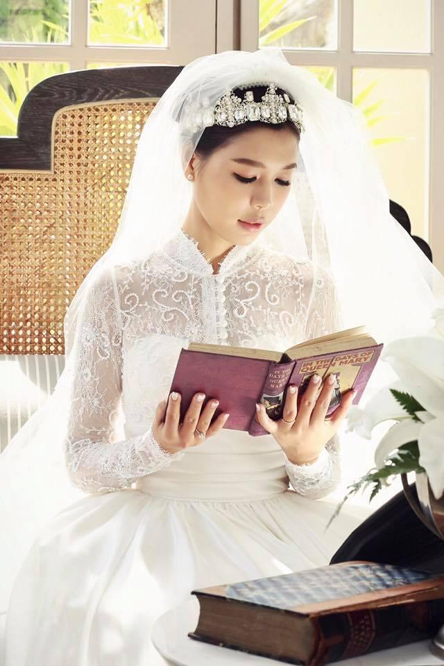 Linh Lê - Nữ nhà văn xinh đẹp sắp lên xe hoa với BTV Quang Minh là ai? - Ảnh 2.
