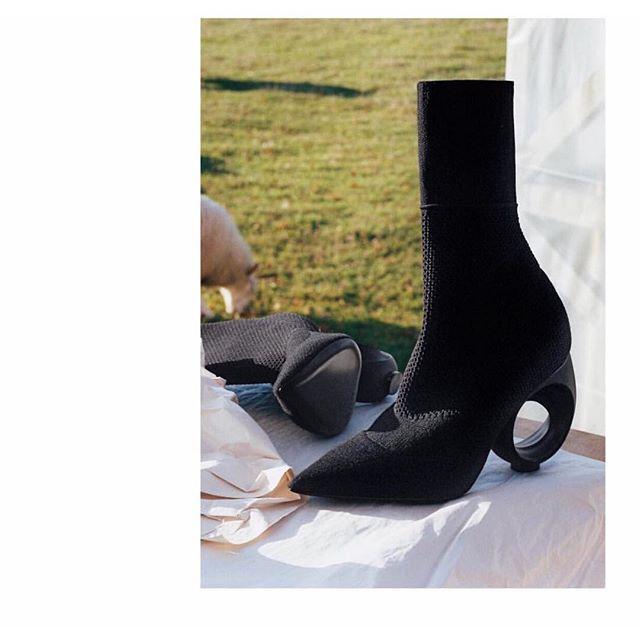 Thu/Đông này, không phải blazer, những đôi giày kiêm tất mới là món đồ đang chiếm lĩnh tủ đồ của sao Việt - Ảnh 18.