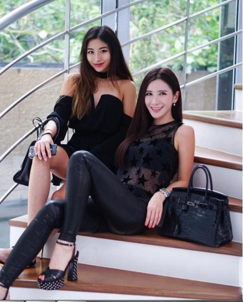 Cuộc sống sung sướng hơn người, ngập trong hàng hiệu của hai mẹ con đại gia sở hữu nhiều túi khủng nhất nhì thế giới - Ảnh 18.