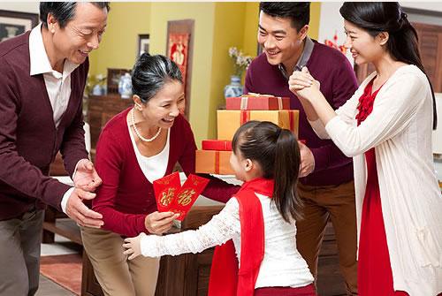 Ứng xử với tiền mừng tuổi - những việc bố mẹ nhất định phải dạy con - Ảnh 1.