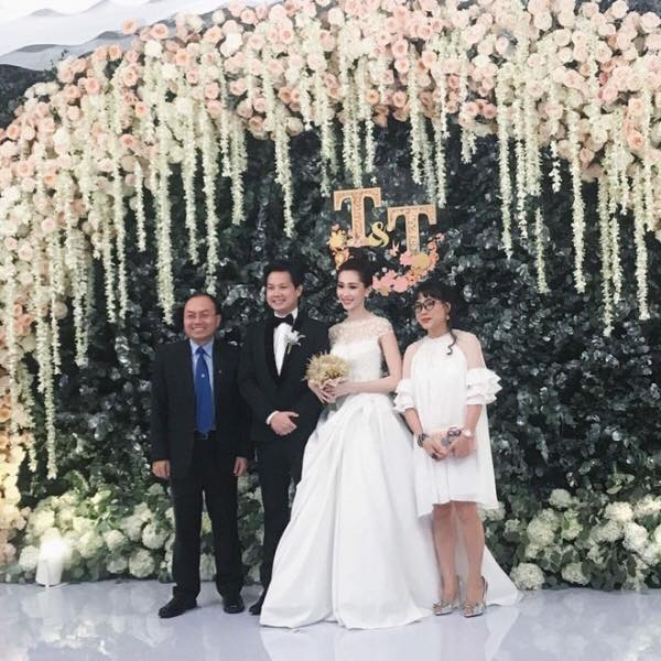1 trong 3 mẫu váy cưới của Thu Thảo được lấy cảm hứng từ mẫu váy của công nương Grace Kelly - Ảnh 1.
