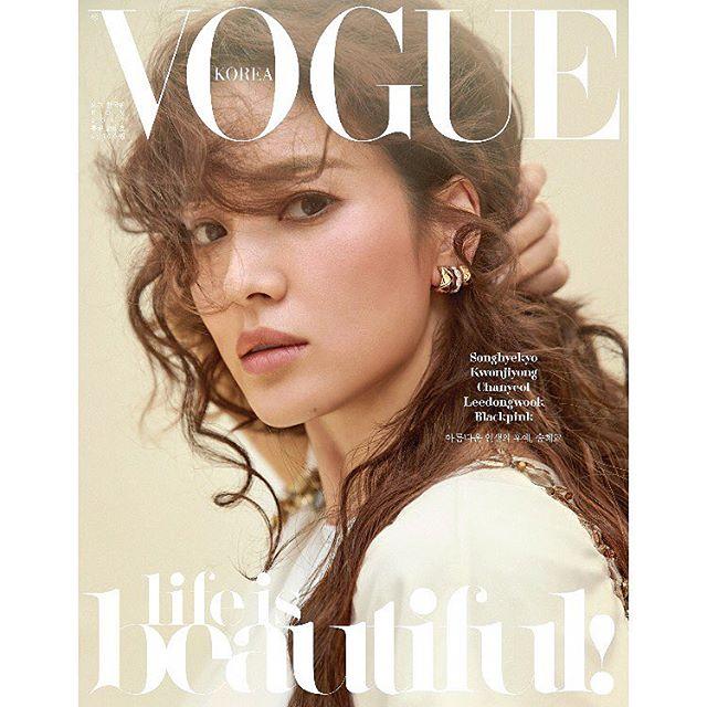 Có gì hot ở 2 chiếc váy mà Song Hye Kyo chọn mặc để chụp cho tạp chí Vouge Korea - Ảnh 1.
