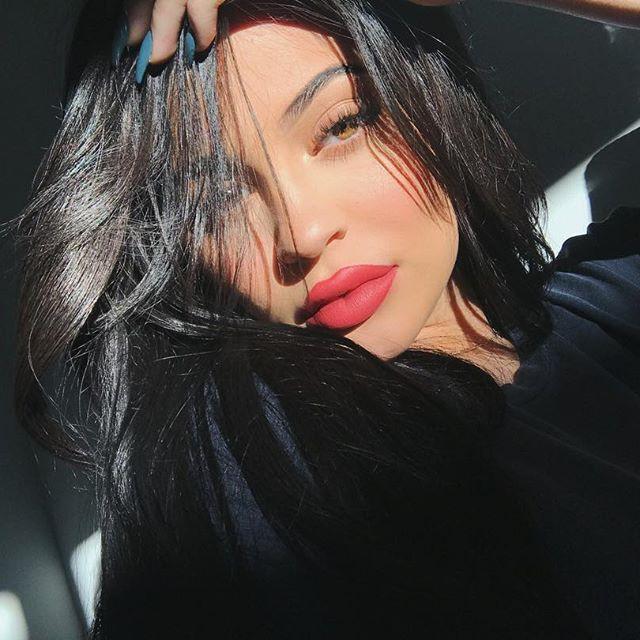 Kylie Jenner tiếp tục đốn tim các nàng mê son bằng dòng son mới với 20 tông màu siêu hot - Ảnh 1.