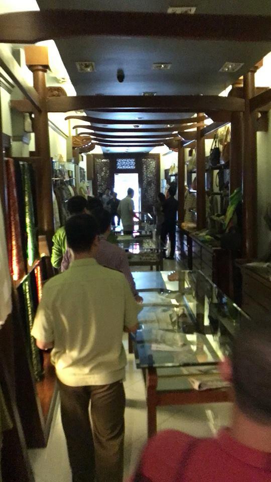 Khaisilk bán khăn lụa Trung Quốc: Có thể bị xử phạt vì hành vi buôn hàng giả - Ảnh 3.