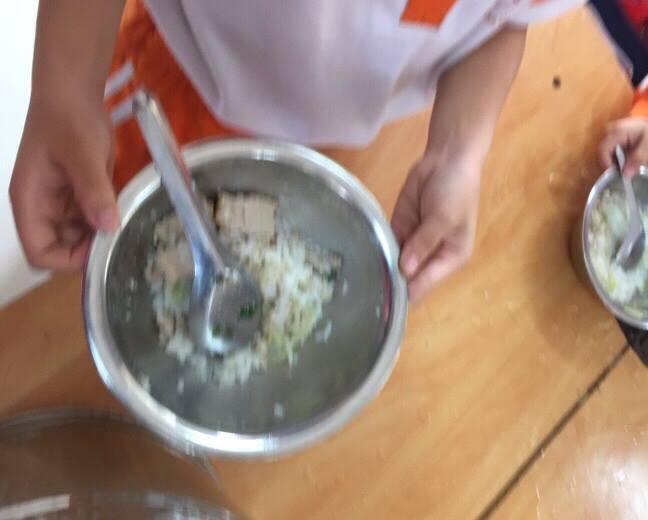 Đối chất vụ bữa ăn đạm bạc tại trường Tiểu học Nam Trung Yên: Hiệu trưởng khẳng định, hình ảnh không thể hiện rõ chất - Ảnh 3.