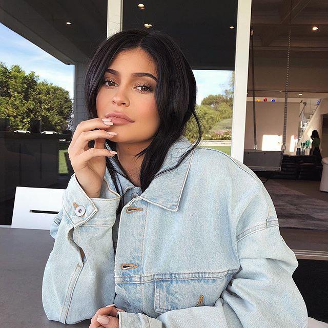 Kylie Jenner tiếp tục đốn tim các nàng mê son bằng dòng son mới với 20 tông màu siêu hot - Ảnh 2.