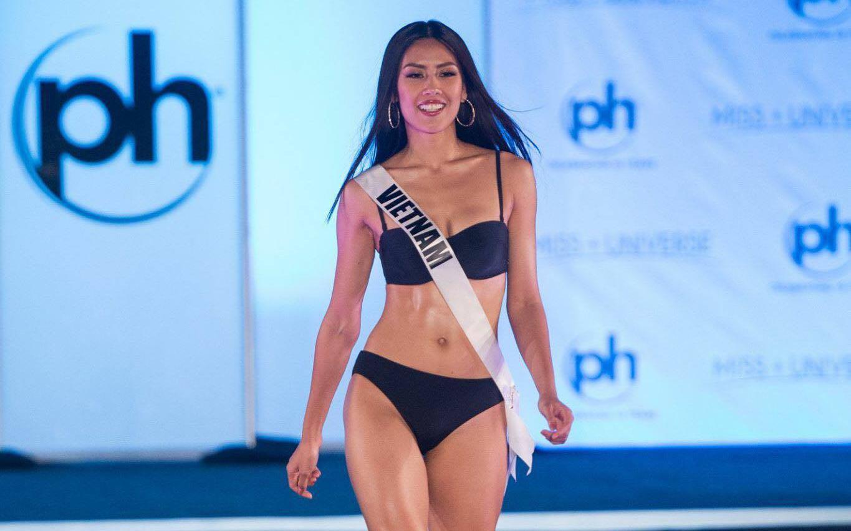 Nguyễn Thị Loan diện bikini quyến rũ, tự tin sải bước tại đêm sơ khảo Miss Universe 2017