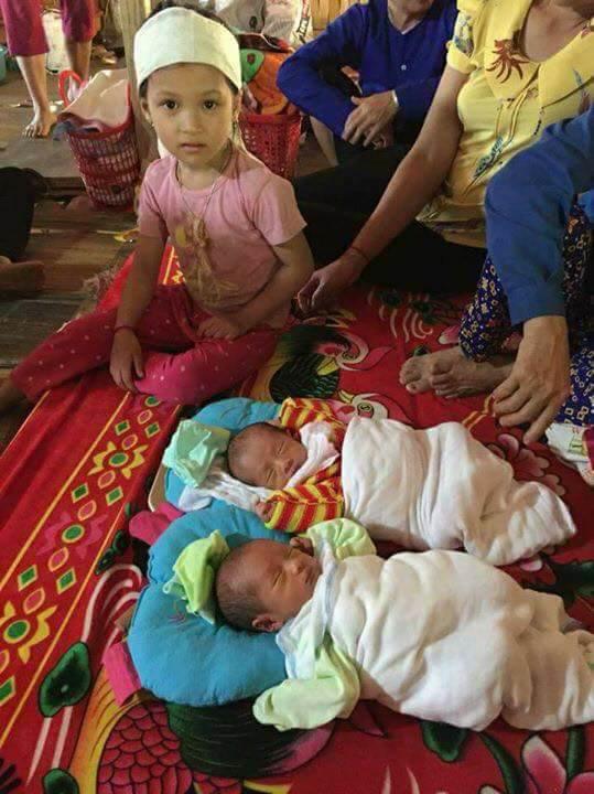 Yên Bái: Xót xa cảnh đời hai bé sinh đôi được 8 ngày tuổi thì mẹ đổ bệnh và qua đời - Ảnh 3.