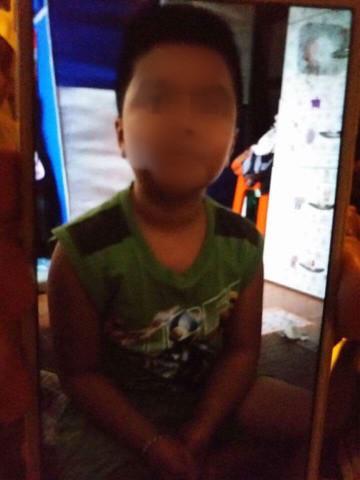 Hành trình chạy trốn khỏi ngục tù của bé trai 10 tuổi nghi bị bố và mẹ kế bạo hành ở Hà Nội - Ảnh 3.