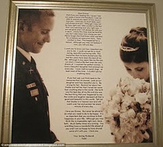 2 ngày sau tang lễ của chồng, vợ vô tình phát hiện 2 lá thư được giấu kín - Ảnh 2.
