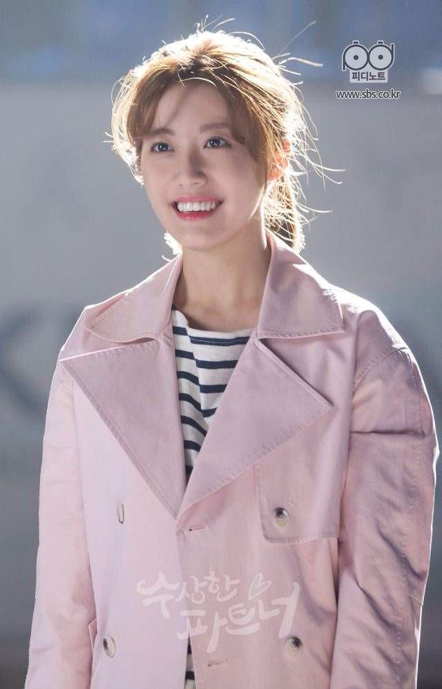 Đây là những nhân vật có gu thời trang ấn tượng nhất phim Hàn trong năm 2017  - Ảnh 15.