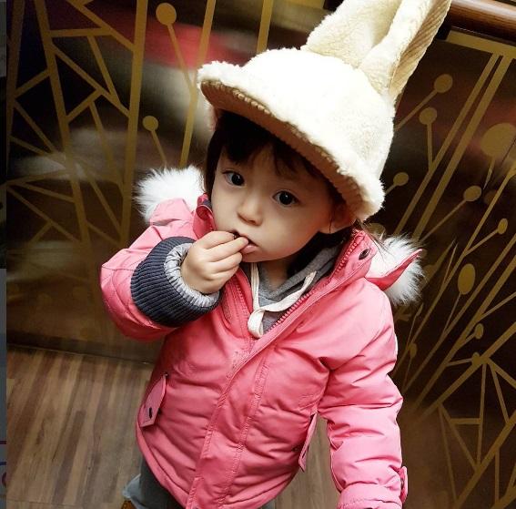 Bé gái 3 tuổi xinh xắn đốn tim hàng trăm nghìn cư dân mạng - Ảnh 5.