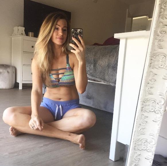 Chán sống ảo, người mẫu fitness công khai ảnh chụp bụng bánh bèo ngấn mỡ - Ảnh 3.