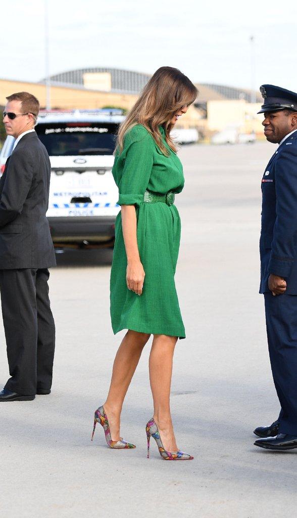 Loạt trang phục gây chú ý của bà Melania Trump: Bộ được khen nức nở, bộ lại bị chê không thương tiếc  - Ảnh 7.