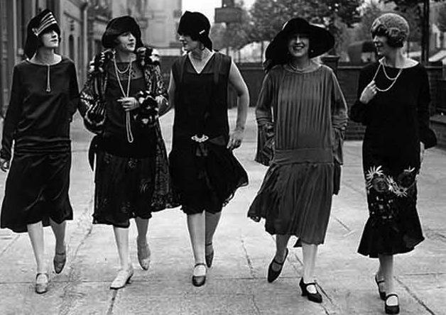 Ngược dòng về quá khứ xem sự thay đổi của chân váy qua từng thời kỳ - Ảnh 7.