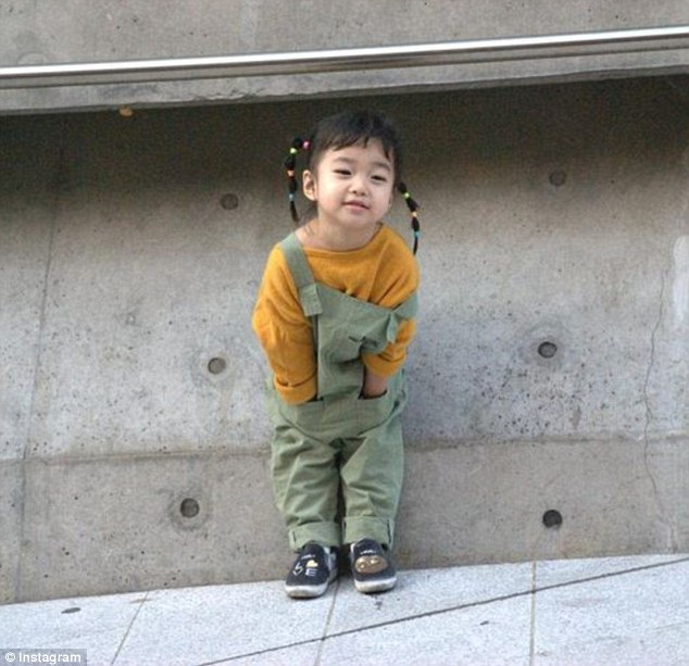 Ai là nhân vật đứng phía sau những nhóc tỳ sành điệu tại Tuần lễ thời trang Seoul - Ảnh 10.