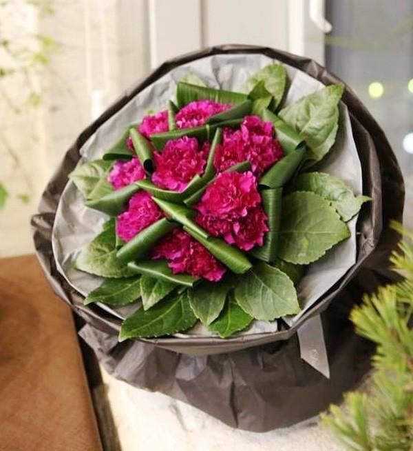 20/11 không cần ra tiệm vì đã có 5 cách gói hoa vừa đẹp vừa đơn giản này - Ảnh 5.