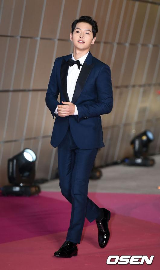 Song Joong Ki đẹp từ thần thái đến phong cách thế này, hạ gục được Song Hye Kyo cũng là điều hiển nhiên - Ảnh 8.