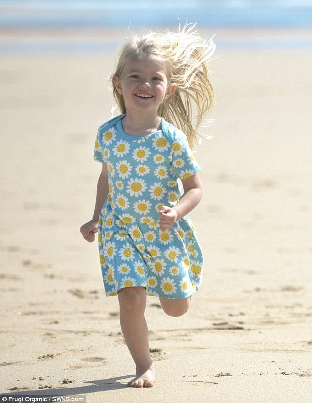 """Mới 4 tuổi, bé gái xinh xắn đã """"bùng học mầm non đi làm người mẫu   - Ảnh 5."""