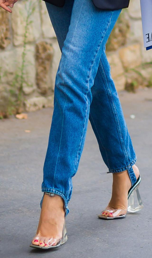 Từng kiểu quần jeans, diện cùng giày thế nào thì phải phép nhất - Ảnh 19.