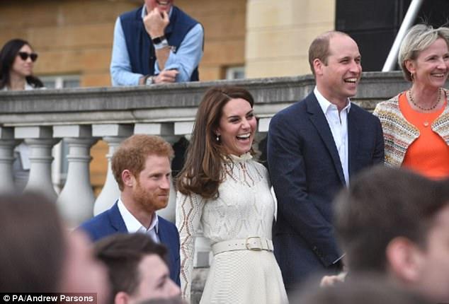 Giúp việc nhà Công nương Kate đột ngột bỏ việc lương tỷ đồng/năm - Ảnh 2.