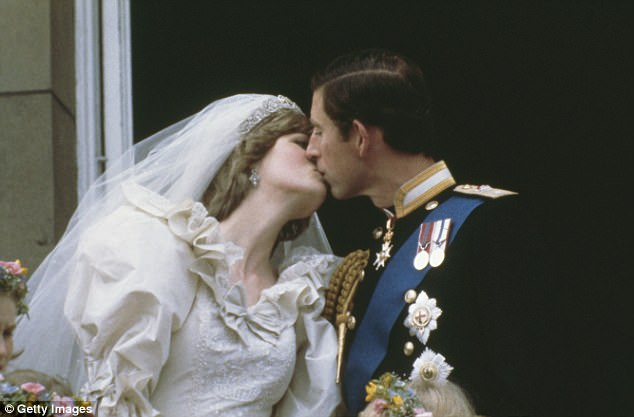 CHẤN ĐỘNG: Sau đám cưới vài tuần, Công nương Diana từng cắt cổ tay tự tử vì ghen tuông với tình địch Camilla - Ảnh 1.