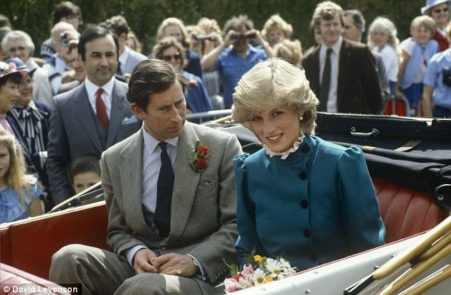 '. Công nương Diana từng ghen tị với Nữ hoàng, đập phá đồ đạc, chửi rủa 6 giờ liên tục vì bị chồng ngó lơ .'