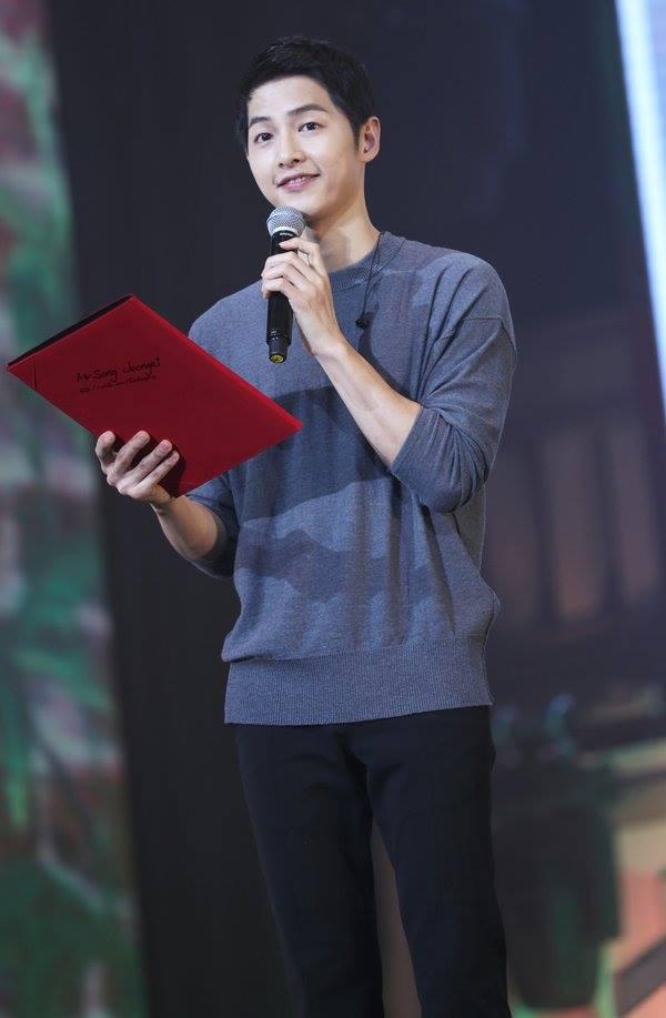 Song Joong Ki đẹp từ thần thái đến phong cách thế này, hạ gục được Song Hye Kyo cũng là điều hiển nhiên - Ảnh 19.