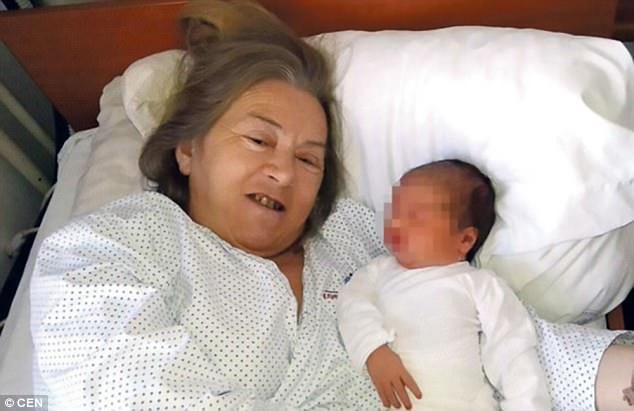 Vừa nghe tiếng con khóc sau sinh, người chồng quyết định làm một việc tàn nhẫn với vợ chung sống mấy chục năm - Ảnh 2.