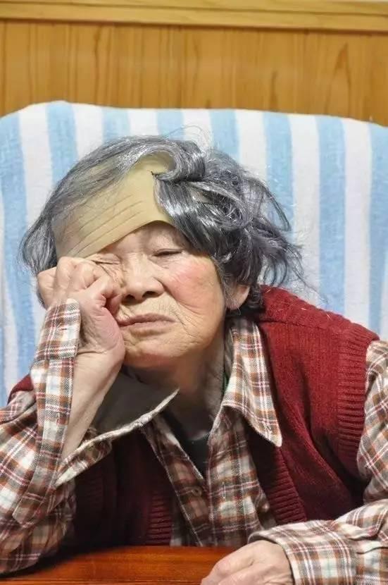 """Sự thật đằng sau loạt ảnh cụ già 89 tuổi bị """"ngược đãi"""" khiến mọi người ngã ngửa 15"""