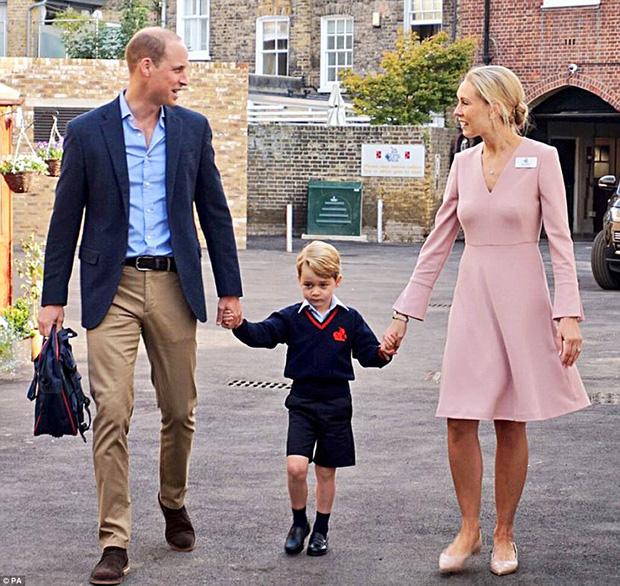 Đây là cách tinh tế công nương Kate vẫn dùng để giấu chuyện bầu bí trước ngày hoàng đạo được công bố chính thức - Ảnh 5.