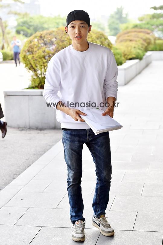 Song Joong Ki đẹp từ thần thái đến phong cách thế này, hạ gục được Song Hye Kyo cũng là điều hiển nhiên - Ảnh 22.