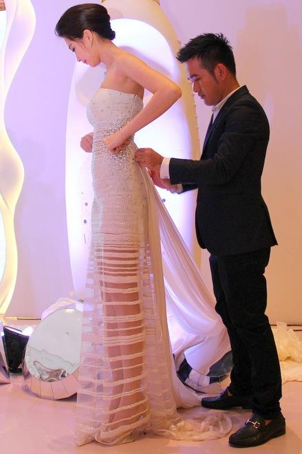 Đúng là chỉ có những thiết kế của Lê Thanh Hòa mới giúp Thu Thảo toả sáng - Ảnh 4.