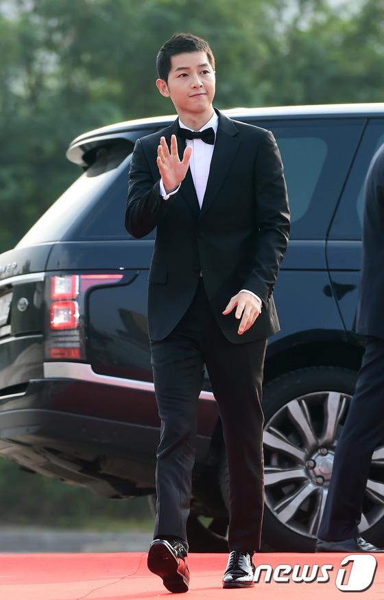 Song Joong Ki đẹp từ thần thái đến phong cách thế này, hạ gục được Song Hye Kyo cũng là điều hiển nhiên - Ảnh 11.