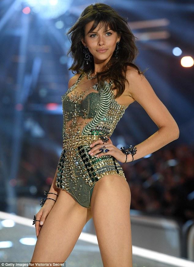 Victorias Secret công bố danh sách các chân dài sẽ sải bước trong show 2017 tới - Ảnh 26.
