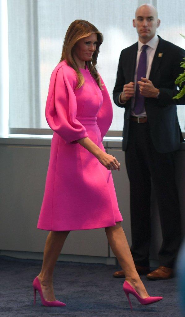 Loạt trang phục gây chú ý của bà Melania Trump: Bộ được khen nức nở, bộ lại bị chê không thương tiếc  - Ảnh 11.