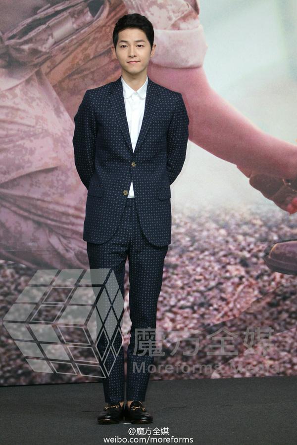 Song Joong Ki đẹp từ thần thái đến phong cách thế này, hạ gục được Song Hye Kyo cũng là điều hiển nhiên - Ảnh 12.