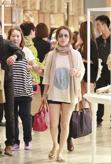 Diện đồ đơn giản, nhưng hoá ra Song Hye Kyo lại sở hữu BST túi Hermes tiền tỉ khiến nhiều người ghen tị  - Ảnh 6.