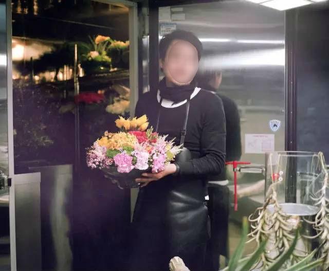 Ghen tức vì chồng mê hoa hơn mình, cô vợ vặt trụi chậu phong lan bạc triệu của chồng làm... nước tắm 5