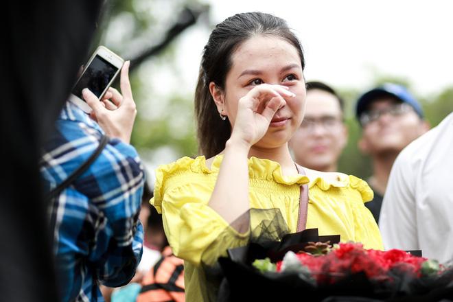 Cô gái khiến cả triệu phụ nữ ghen tị phát sốt vì màn cầu hôn đẹp hơn phim trên phố đi bộ Hà Nội - Ảnh 6.