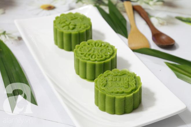 Thơm mát mềm mịn món bánh Trung thu vị lá dứa - Ảnh 1.