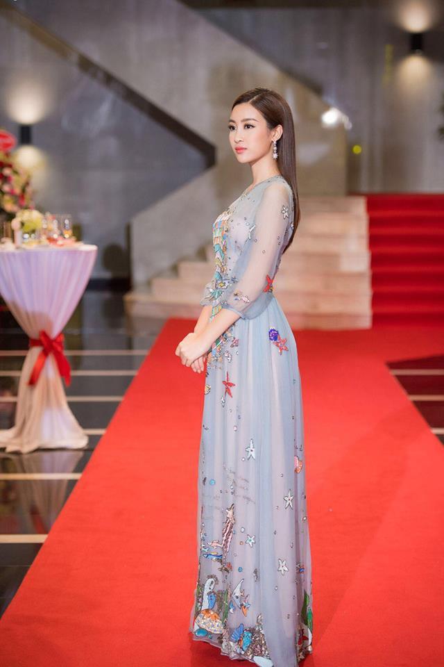 Đụng hàng váy với Hoa hậu Đỗ Mỹ Linh, nhưng Văn Mai Hương lại già hơn hẳn vì chọn nhầm phụ kiện kiểu... quý bà - Ảnh 6.